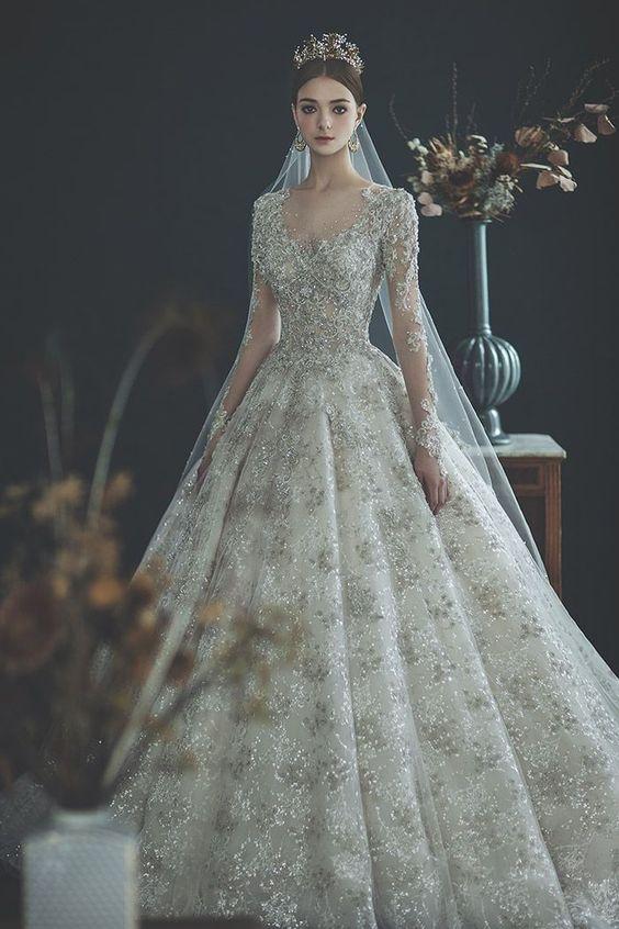 ชุดแต่งงานในโบสต์